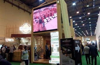 طلاب التعليم الصناعي بسوهاج يشاركون بمعرض القاهرة الدولي للأخشاب | صور