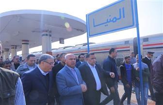 وزير النقل ومحافظ المنيا يتفقدان محطة القطارات لمتابعة مستوى الخدمة