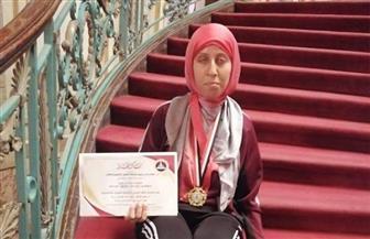 دينا الأدغم تفوز بالميدالية الذهبية في سباق ماراثون البحر الأحمر| صور