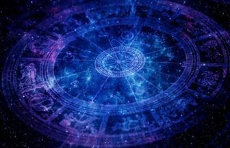 """""""التنجيم"""" خرافة الادعاء تصطدم مع علم الفلك.. وسائل الإعلام تسهم في انتشاره والفلكيون يحذرون من الخلط"""
