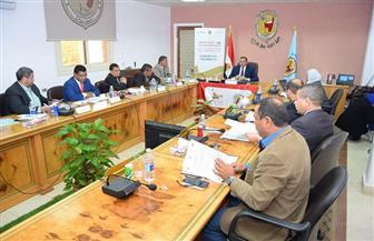 رئيس جامعة سوهاج يعقد الاجتماع الأول لمجلس إدارة مركز التطوير المهني | صور