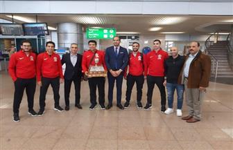 وصول منتخب مصر بطل العالم للإسكواش إلى القاهرة | صور