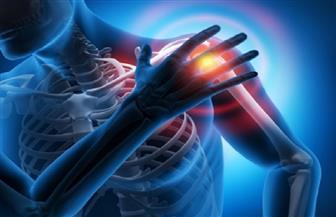 هل تشعر بألم في مفصل كتفك أثناء تصفيف شعرك؟ احذر خطاطيف العضلات الدواره