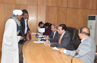 نائب الأقصر يوجه المسئولين ببحث شكاوى المواطنين وتسهيل إجراءات حلها | صور