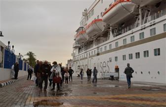 رغم الطقس السيئ.. وصول سفينة تحمل 1028 سائحا لميناء الإسكندرية| صور