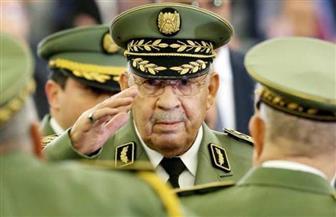 بدء مراسم تشييع جنازة الفريق قايد صالح.. والرئيس الجزائري ينحني أمام النعش