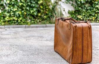 رجل يعثر على حقيبة بها هدايا وآلاف اليورو عشية عيد الميلاد ويسلمها للشرطة