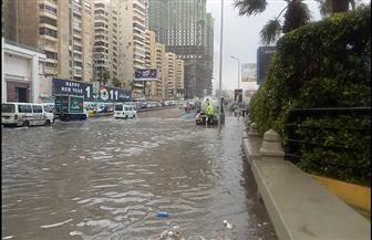 """الأمطار تغرق الإسكندرية.. و""""الصرف الصحي"""" تدفع بـ 93 سيارة شفط للمياه   صور"""