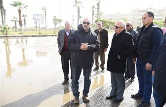 محافظ بورسعيد يتابع أعمال شفط المياه بمدينة بورفؤاد | صور