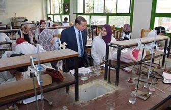 رئيس جامعة سوهاج يتفقد الامتحانات بكليتي العلوم والتمريض | صور