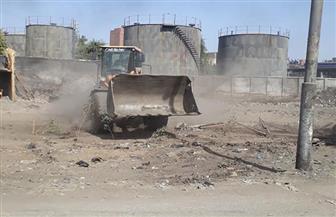 أمن أسوان يزيل تعديات على أرض مقلب القمامة ملك الدولة بكوم أمبو