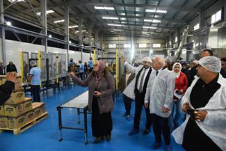محافظ بورسعيد يشيد بمصنع إنتاج وتعبئة الزيوت.. ويؤكد مساندته للمستثمر الجاد لتوفير فرص العمل| صور