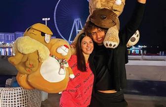 عمرو وردة يحتفل بالكريسماس بصحبة فتاة | صور