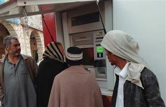 وصول ماكينات الصرف الآلي وتركيبها بشمال سيناء.. والمحافظ يتابع عملها  | صور