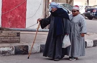 صورة هزت القلوب.. جد طالب أصول الدين الكفيف: «أبوه سابه وهو حتة لحمة حمرا وأنا دليله»