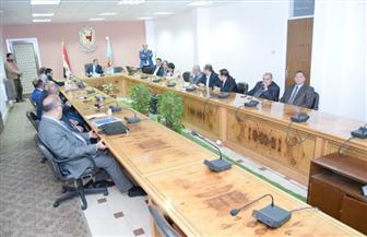 رئيس جامعة سوهاج يبحث آليات التقدم لمشروع تأهيل المعامل للاعتماد الدولي