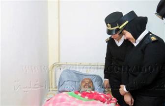 أمن القاهرة تساعد عجوز بلا مأوى وتودعه إحدى دور رعاية المسنين