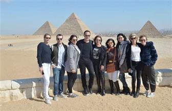 ليلى علوي وزاهى حواس فى جولة سياحية بالأهرامات/ صور