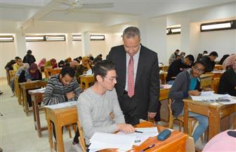 رئيس جامعة السويس يتفقد امتحانات الفصل الدراسي الأول بكليتي التربية والتعليم الصناعي | صور