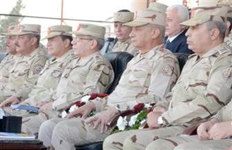 وزير الدفاع يتفقد الكلية الحربية ويلتقي الطلبة المستجدين وأسرهم
