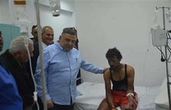 محافظ البحر الأحمر يزور المصابين في حادث مركب الصيد بمستشفى الغردقة | صور