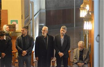 نبيل الحلفاوي وعمرو سعد أبرز الحضور في عزاء زوجة الفنان عبدالرحمن أبو زهرة| صور