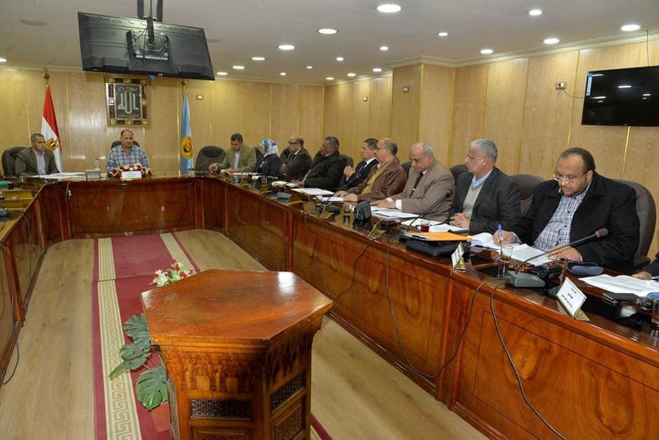 محافظ أسيوط يناشد المواطنين تقديم طلبات التصالح في مخالفات البناء قبل  يناير|صور