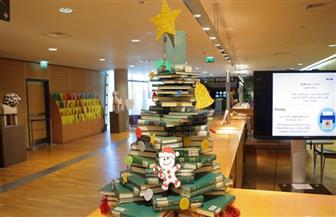 شجرة كريسماس مصنوعة من الكتب بمكتبة الإسكندرية لاستقبال العام الجديد| صور