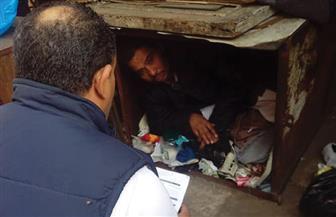 بعد 31 عاما في الشارع.. التدخل السريع ينقذ خالد من الإقامة داخل صندوق حديدي | صور
