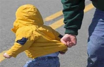 بعد ادعاءات باختفائه بالقاهرة.. جدة طفل أمريكي تحرر محضرا ضد زوج ابنتها وتتهمه باختطافه