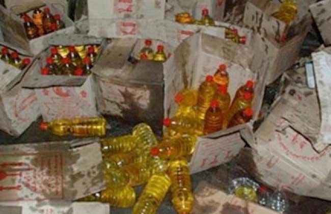 ضبط  أطنان زيت طعام مجهول المصدر داخل مخزن لتجارة السلع بالقاهرة