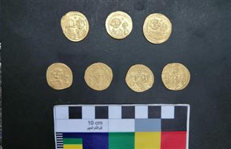 الكشف عن 7 عملات ذهبية من العصر البيزنطي
