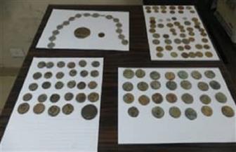 إحباط محاولة تهريب 72 قطعة عملة معدنية وميدالية تذكارية أثرية عبر ميناء سفاجا البحري