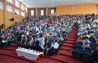 رئيس جامعة سوهاج يشهد عرض فيلم الجوكر ضمن فعاليات سينما الجامعة | صور