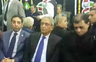عمرو موسى يقدم واجب العزاء لأسرة شعبان عبد الرحيم | فيديو