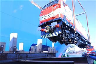النقل: بميناء الإسكندرية استقبل أول 10 جرارات جديدة للقطارات| صور