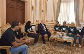 الخشت يلتقي طلاب جامعة القاهرة بعد حصد جائزة مسابقة الهندسة الوراثية بأمريكا | صور