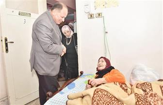 محافظ أسيوط يزور دار الرعاية الاجتماعية للرجال ودار السيدات المسنات لتوزيع الكسوة الشتوية | صور