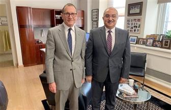 رئيس جامعة أسيوط يعقد اجتماعا مع نائب رئيس جامعة شيكاغو لبحث التعاون المشترك | صور