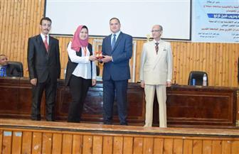 رئيس جامعة سوهاج يشهد ختام فعاليات مؤتمر الجرائم الإلكترونية وحروب الجيل الرابع | صور
