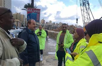 رئيس شركة الصرف الصحي بالإسكندرية يتفقد أعمال كسح مياه الأمطار | صور