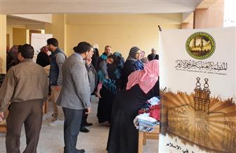 منظمة خريجي الأزهر توزع  1000 قطعة ملابس على  أسر حي الأسمرات بالمقطم