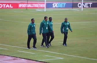 طاقم حكام مباراة المصري وبطل نيجيريا يعاين أرضية ملعب الإسكندرية