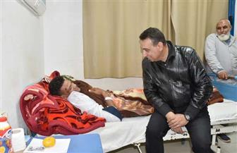 محافظ مطروح يستجيب لاستغاثة شاب من سيوة تعرض لكسر في حادث بالواحة ويوجه بعلاجه| صور