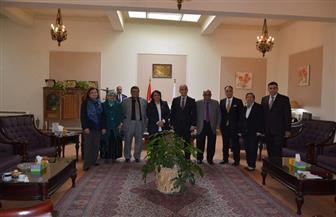 جامعة الزقازيق تستقبل رئيس المركز القومي للبحوث الاجتماعية والجنائية | صور
