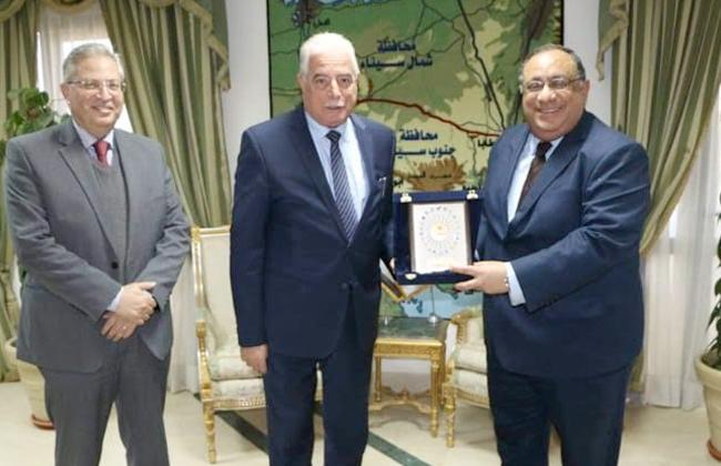 محافظ جنوب سيناء يلتقي رئيس جامعة حلوان للتحضير لمؤتمر إتحاد الجامعات العربية  صور -