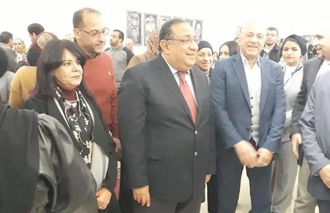رئيس جامعة حلوان يفتتح معرض تجاعيد  صور -