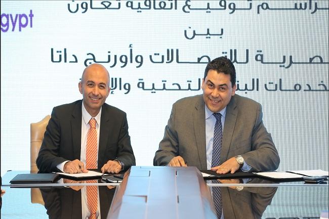 المصرية للاتصالات  و اورنج داتا  توقعان اتفاقية لخدمات البنية التحتية والإتاحة   صور -