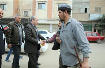 محافظ كفرالشيخ يتفقد الخدمات بشوارع المدينة ويصافح عمال النظافة | فيديو وصور
