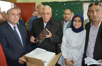 """محافظ الدقهلية يشهد توزيع 450 تابلت بمدرسة الشهداء في """"بداواي""""   صور"""